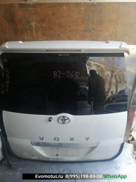Дверь пятая   TOYOTA VOXY AZR60  (Тойота Вокси) перламутр